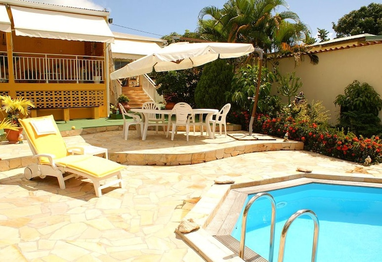 Villa With 3 Bedrooms in Sainte-anne, With Private Pool, Enclosed Garden and Wifi, Sainte-Anne, Teres/Laman Dalam