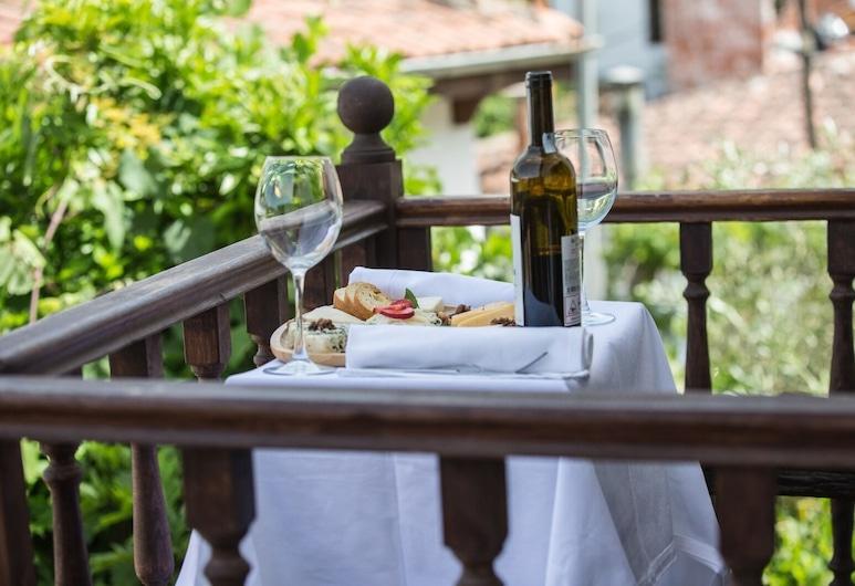 Chez Rumi Butik Otel, Selçuk, Deluxe Oda, Balkon, Dağ Manzaralı, Balkon