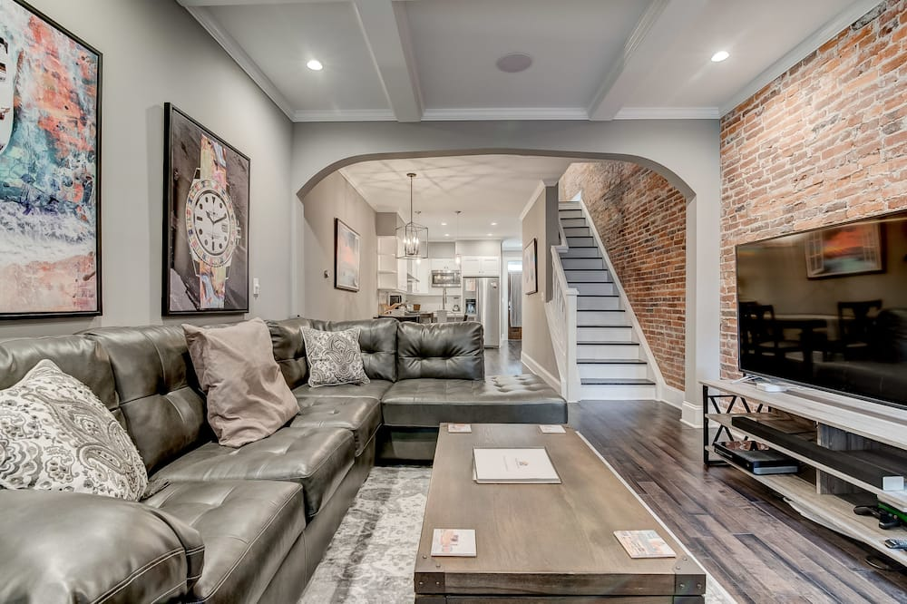 Luxury Home Near Harbor With Roofdeck & Parking