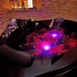 חדר דה-לוקס זוגי, אמבט זרמים - אמבט ספא פרטי