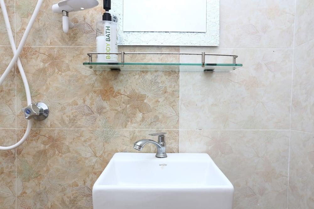 Standard közös hálóterem, kizárólag férfiak számára - Fürdőszoba