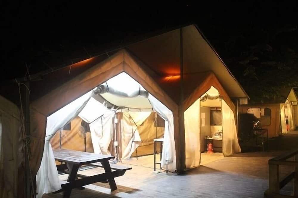 Tent (Two Family) - Woonruimte