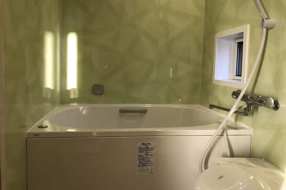 Standard Triple Room A - Bathroom