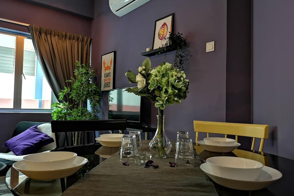 Дизайнерские апартаменты - Обед в номере