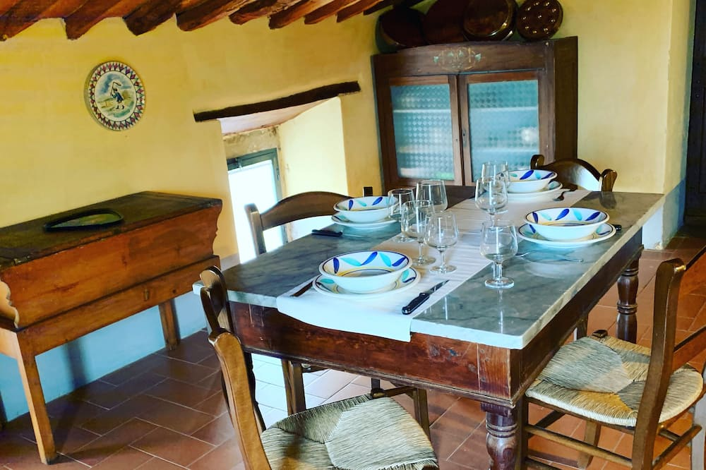 Deluxe Apartment, 1 Bedroom (Chiassa) - In-Room Dining