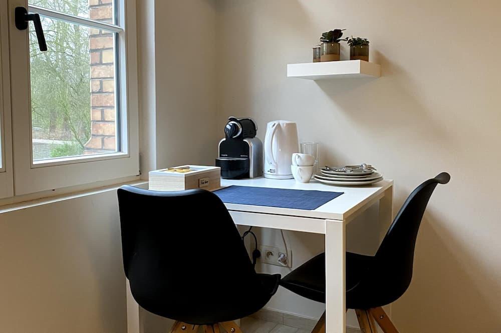 Pokoj Comfort s dvojlůžkem (Shared toilet) - Stravování na pokoji
