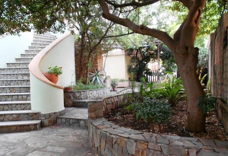 Villa Palmasera - Five Bedroom Villa, Sleeps 9, Dorgali