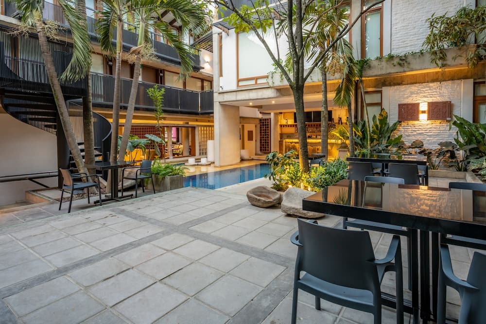 Suite Deluxe - Courtyard View