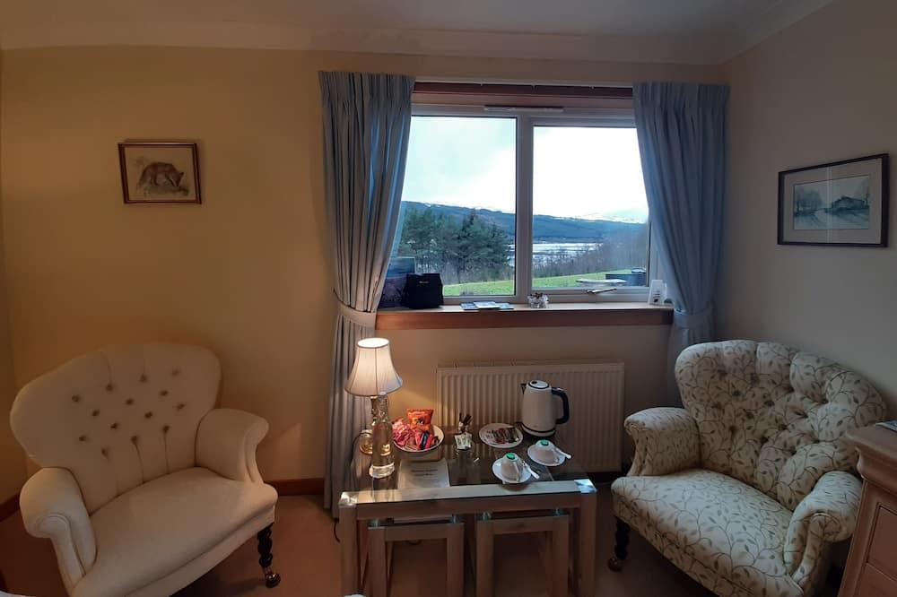 尊貴雙人房, 1 張特大雙人床, 私人浴室, 湖景 - 客廳