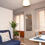 Studio (T24) - Living Room