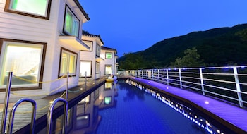 Enter your dates to get the Gapyeong hotel deal