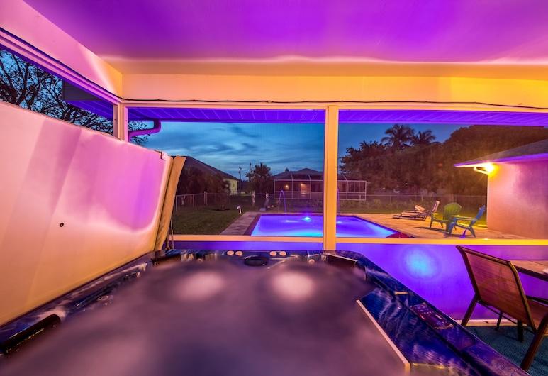 Villa Salty Breeze - Roelens Vacations, Cape Coral, Pool