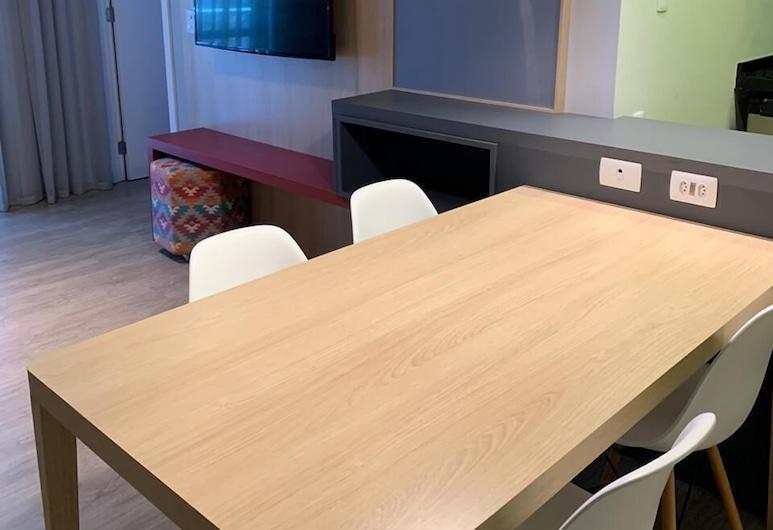 Quarto e Sala Particular em Aparthotel, Salvador, Apartment, In-Room Dining