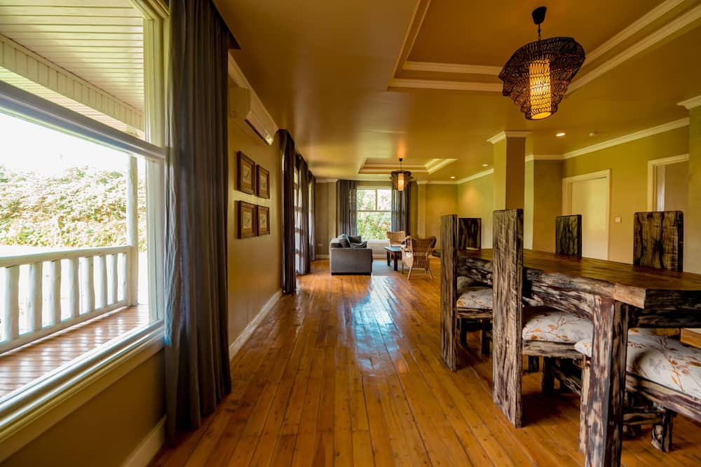 Luxury Cottage - Living Room