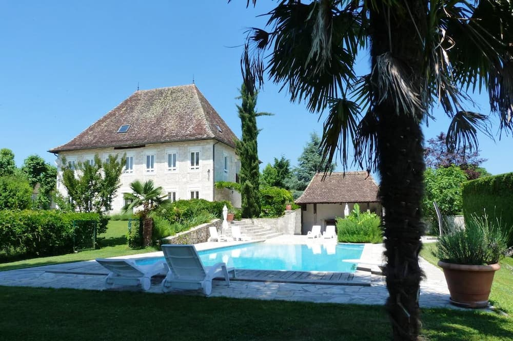 Mansion With 4 Bedrooms in LES Avenieres Veyrins Thuellin, With Wonderful Mountain View, Private Pool, Enclosed Garden