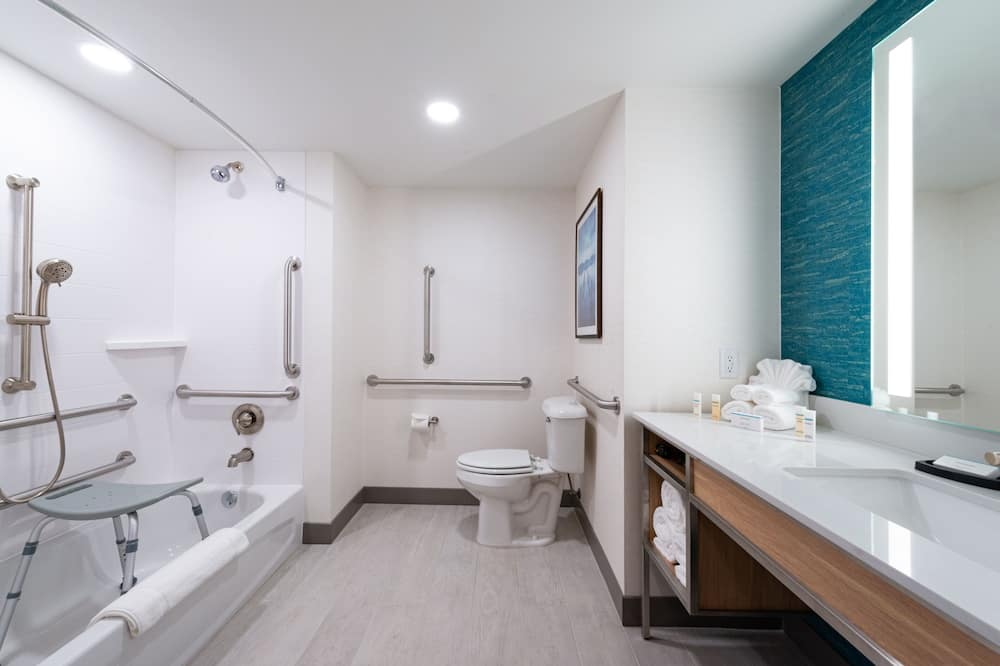 Standard Room, 1 King Bed, Accessible, Bathtub (Mobility & Hearing) - Bathroom