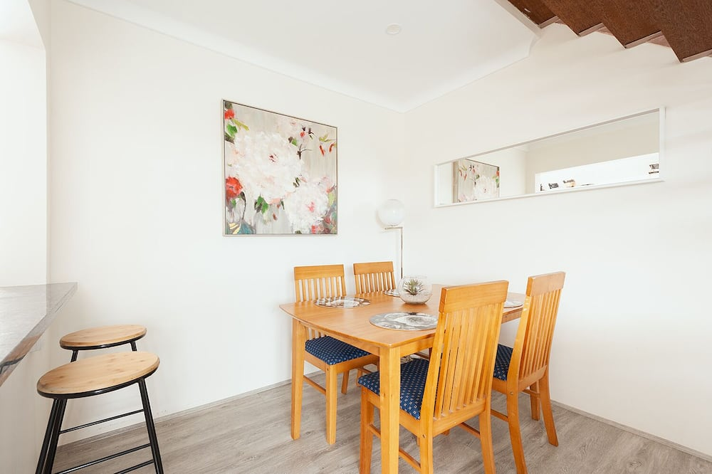 Exclusive Townhome, 2 Bedrooms - In-Room Dining