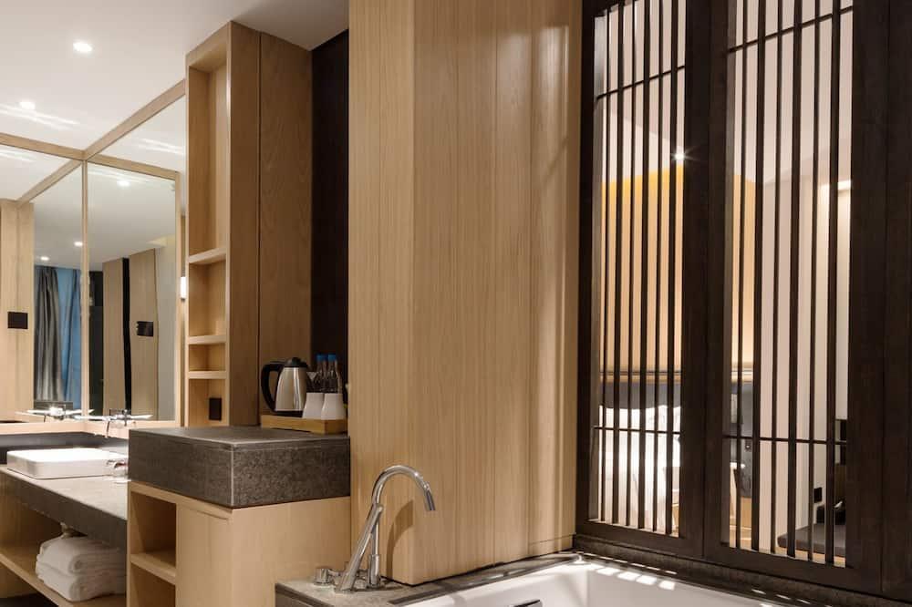 Executive Double Room, Non Smoking - Bathroom