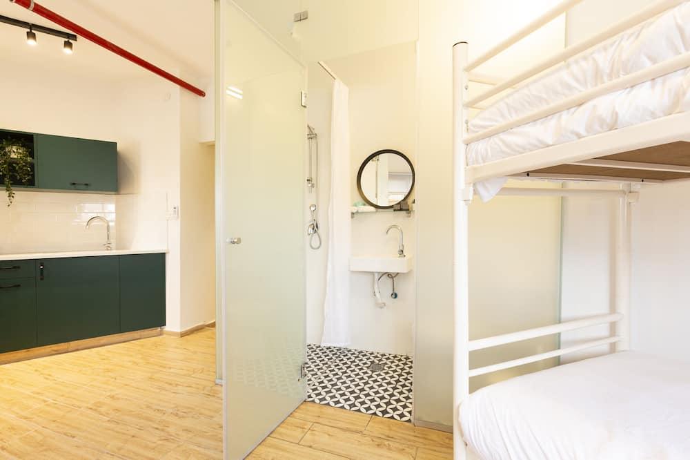 חדר מעונות משותף סטנדרט, חדר מעונות מעורב (גברים ונשים) - חדר רחצה