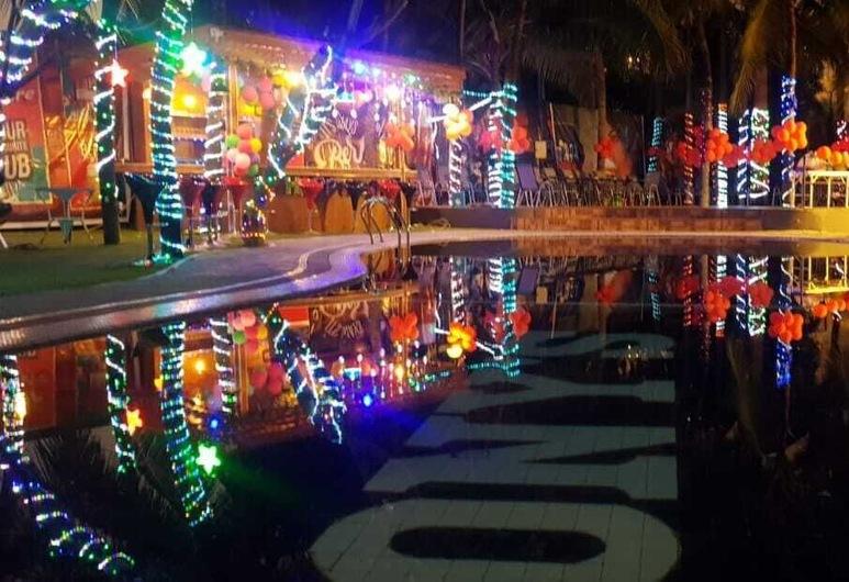 Fortune Sapphire, Pattaya, Poolside Bar