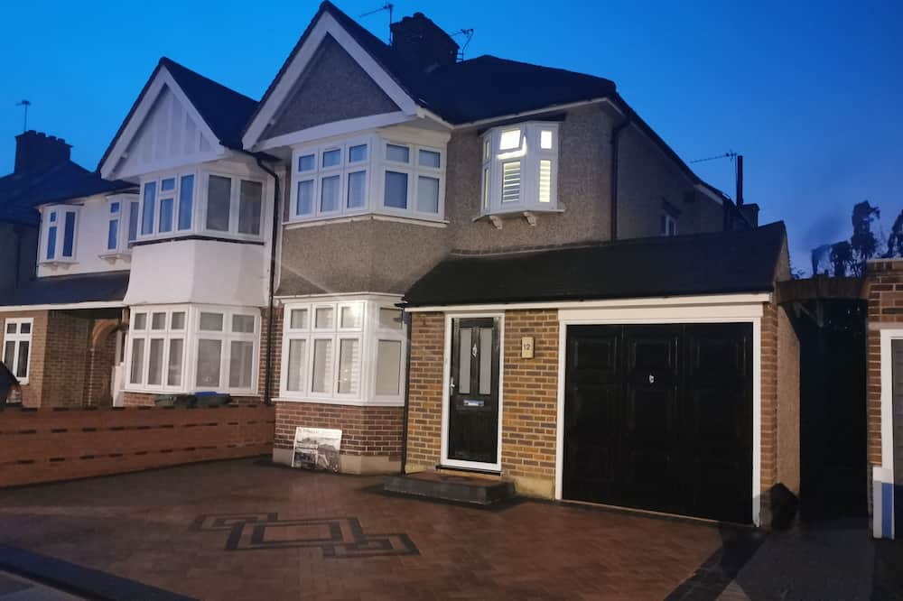 NEW PROPERTY CLOSE TO WHITTON STATION