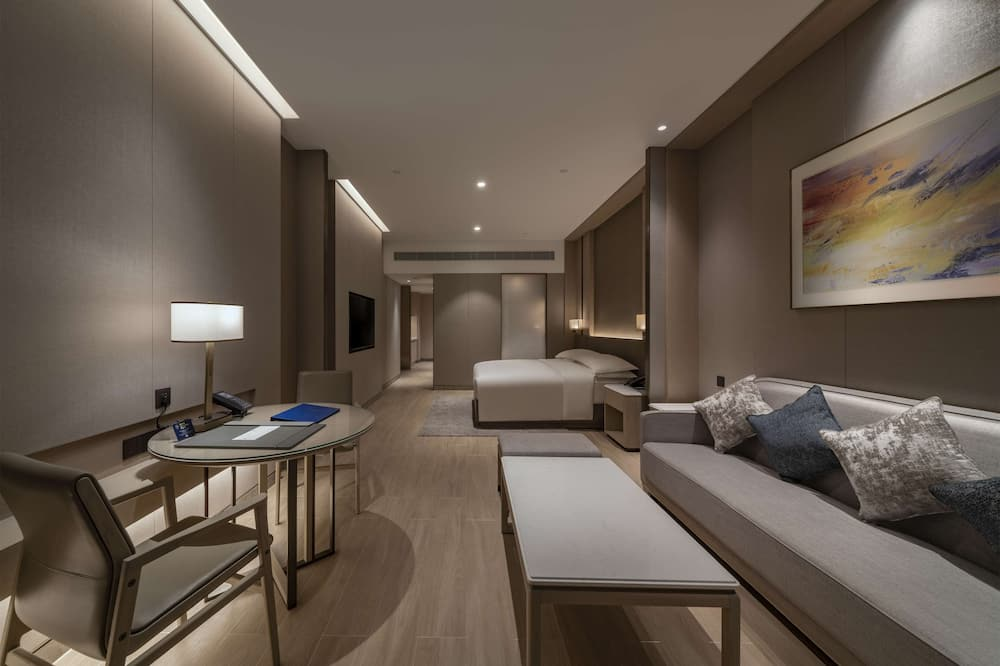 Deluxe Room, 1 King Bed - Living Area