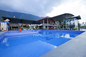 Picture of OYO 2208 Thyesza Hotel in Samosir