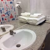 Deluxe Triple Room - Lavabo de la salle de bain