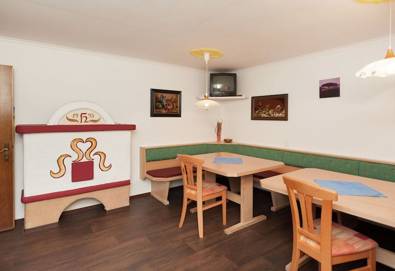 Spacious Holiday Home in Goldegg Near Ski Area, Goldegg