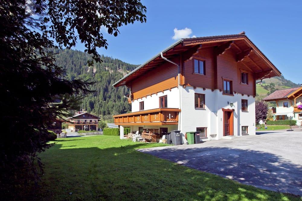 Quaint Chalet in Kleinarl Austria Near Ski Area