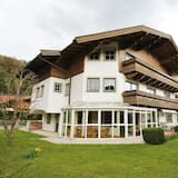 Spacious Apartment Near Ski Area in Leogang