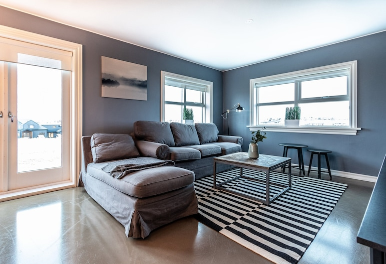 House B16, Reykjanesbær, Comfort House, 3 Bedrooms, Living Area