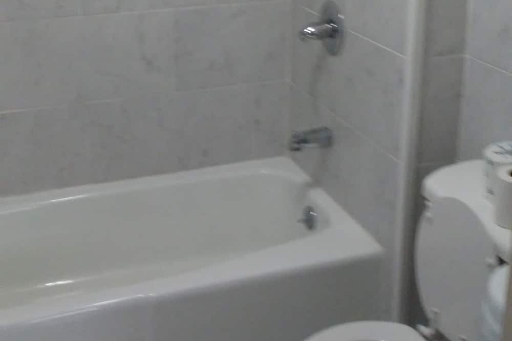 غرفة - الدش داخل الحمام