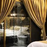 Deluxe Double Room, 1 Queen Bed, Bathtub - Bathroom