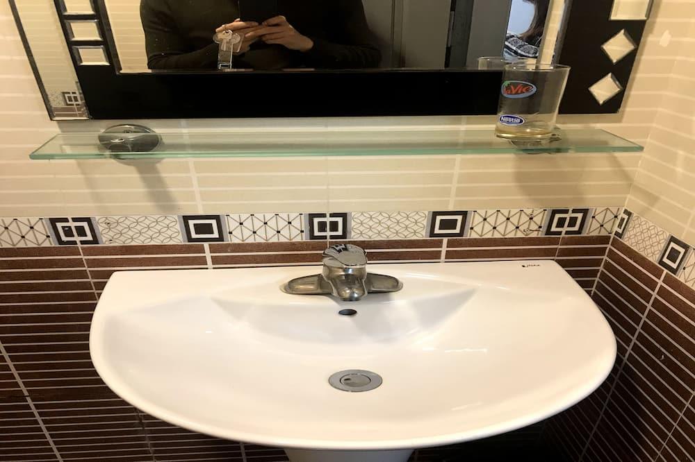 Superior Üç Kişilik Oda - Banyo