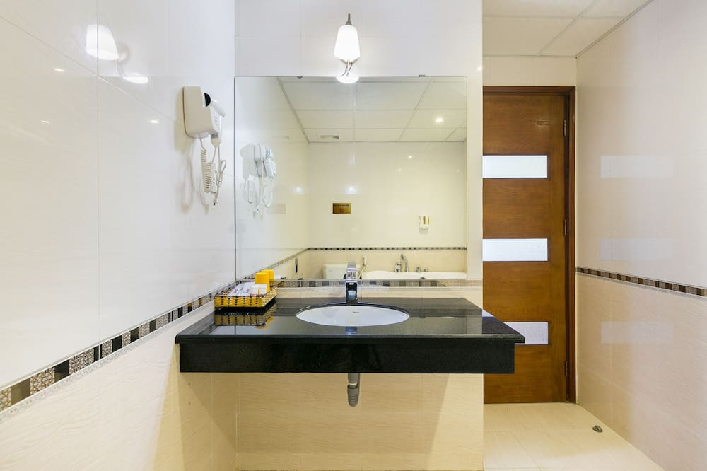 Superior Quadruple Room - Bathroom Sink