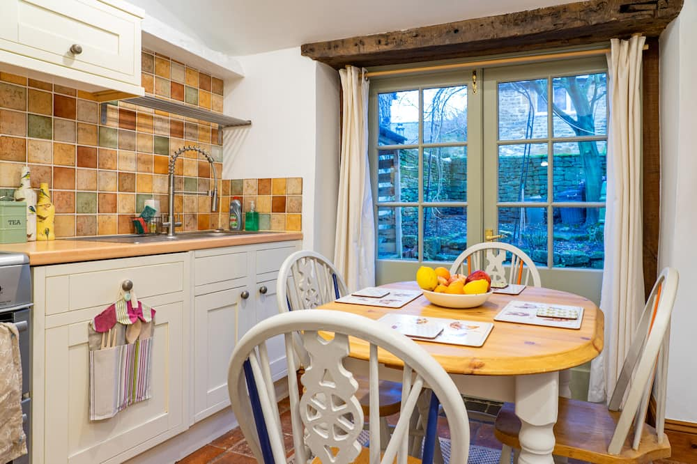 Cottage - In-Room Dining