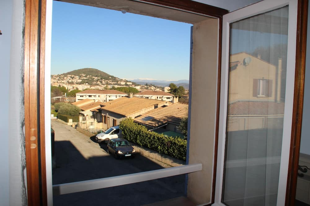 Double Room, 1 Double Bed, Refrigerator, Hill View - Hill view