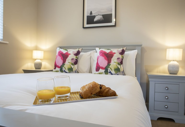 Elliot Oliver Cotswold Style 4 Bed House, Cheltenham, Dom, Izba