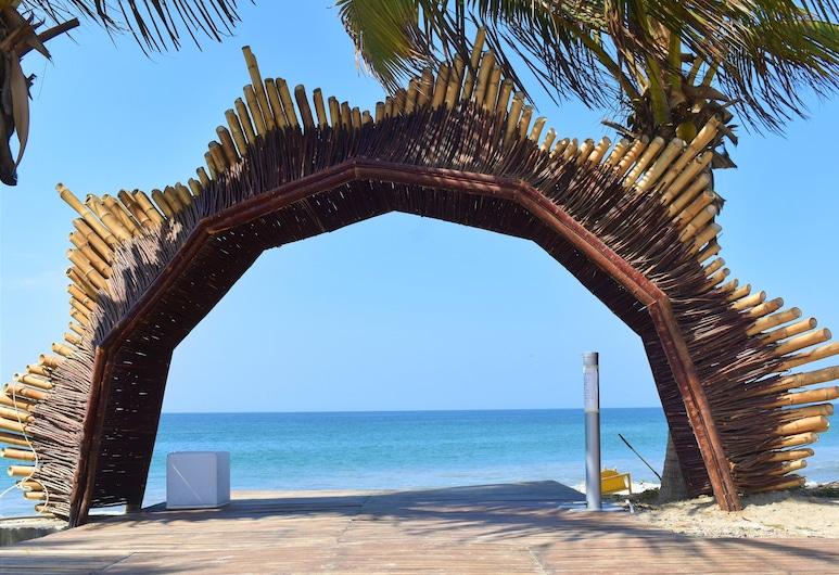 Selina Mancora, Mancora, Beach