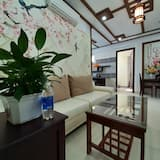 Traditional Apartment - Living Room