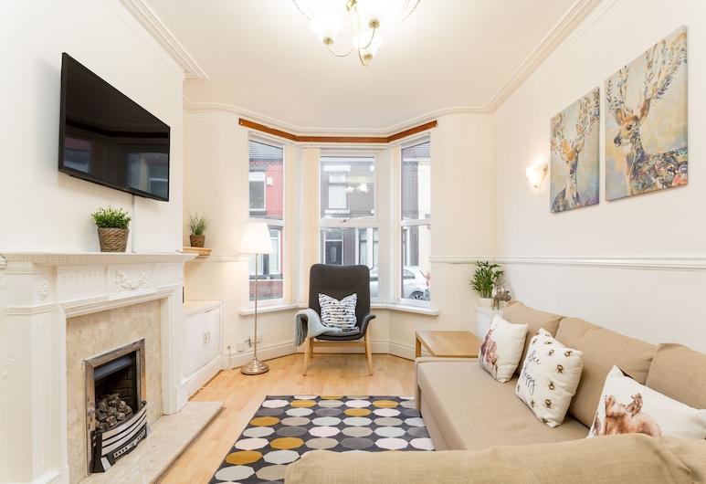 Malden Suite, Liverpool, Comfort House, Private Bathroom, Lounge