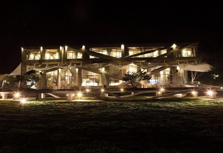 Khokak Panoramas Hotel, Ku-kcheng, Průčelí hotelu ve dne/v noci
