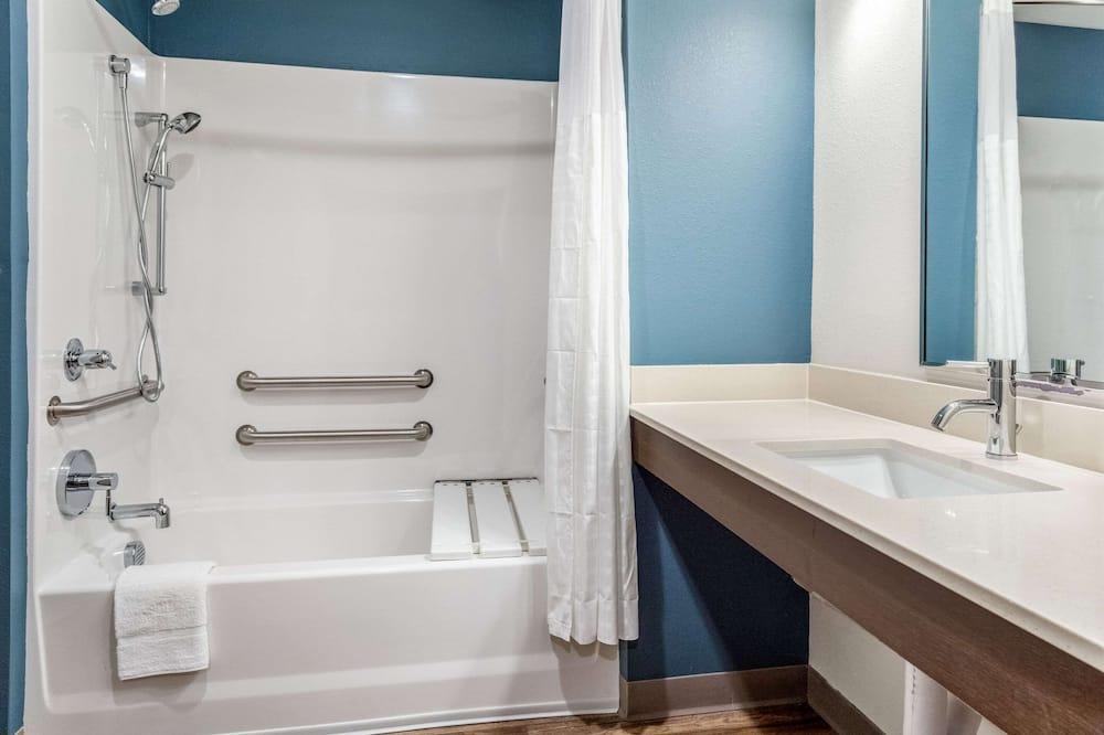 Pokoj, dvojlůžko (180 cm), bezbariérový přístup, nekuřácký - Koupelna