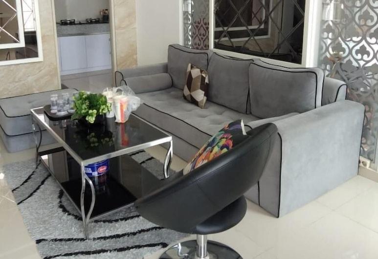 De Villa Atas Bukit by HouseinBandung, Бандунг, Семейная вилла, Гостиная