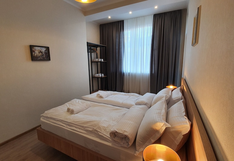 Two-bedroom apartment with balcony, Tbilisi