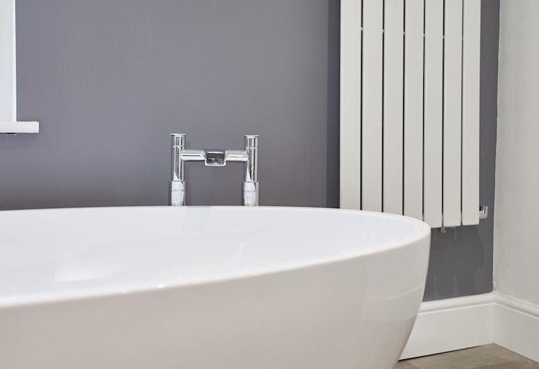 Osborne House, Whitby, Luxury House, Deep Soaking Bathtub