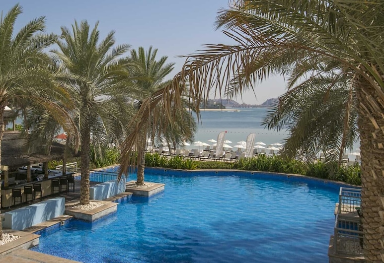 Luton Vacation Home Palm Jumeirah, Dubai, Kolam Terbuka