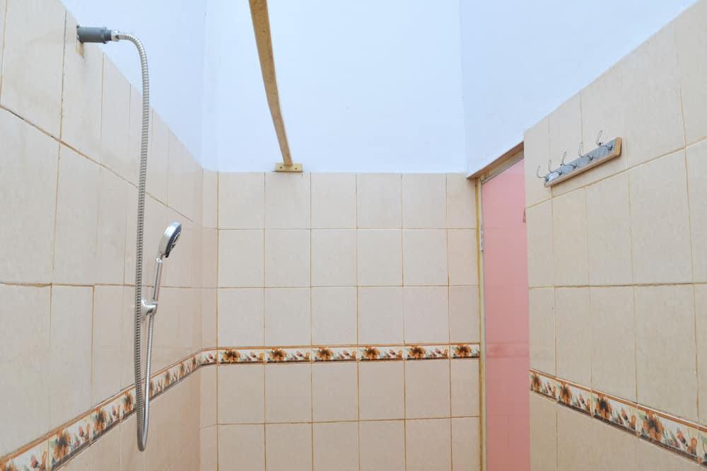 Economy Twin Room - Bathroom