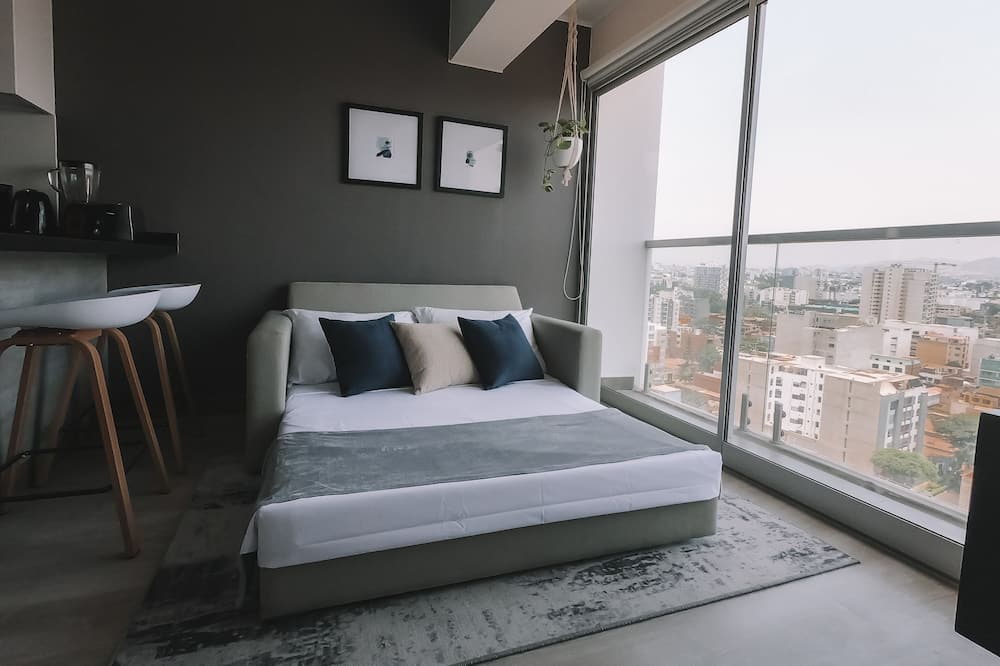 Deluxe Apartment, 1 Queen Bed with Sofa bed, Non Smoking, Partial Sea View - Living Area